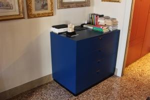 Abitazione a Venezia, cassettiera laccata, Arch. Franca Semi 2