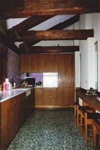 Abitazione a Venezia, cucina in Teak, Arch. Carlo Capovilla