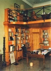 Abitazione a Venezia, libreria e soppalco in ciliegio, Arch. Gianni Capovilla 1