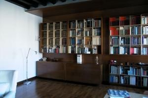 Abitazione a Venezia, libreria in betulla e iroko, Arch. Maura Manzelle 3