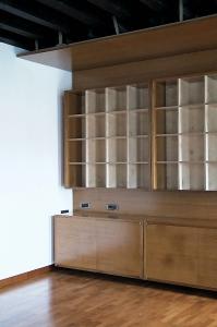 Abitazione a Venezia, libreria in betulla e iroko, Arch. Maura Manzelle 7