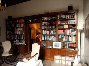 Abitazione a Venezia, libreria in noce, Arch. Carlo Capovilla