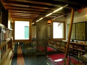 Abitazione a Venezia, libreria in rovere, Arch. Giovanni Leone 1