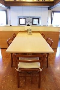 Abitazione a Venezia, tavolo cucina in frassino, Arch. Franca Semi