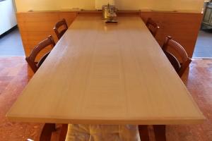Abitazione a Venezia, tavolo cucina in frassino, Arch. Franca Semi 1