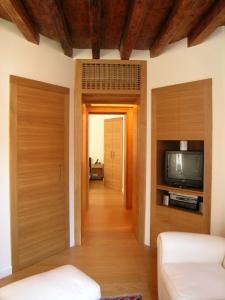 Abitazione in Rio Marin, arredi in rovere, Arch. Gretchen Alexander 7